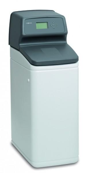 Photo 1 Dans la gamme de produit Vitoset, retrouvez l'adoucisseur d'eau Viessmann.  L'adoucisseur d'eau sanitaire protège les conduites d'eau et les composants raccordés, comme le chauffe-eau et les appareils ménagers consommateurs d'eau, contre le calcaire et contribue à augmenter la fiabilité de fonctionnement et la durée d'utilisation.  En réduisant les dépôts de calcaire, l'adoucisseur d'eau sanitaire protège votre système de chauffage et tous vos appareils exposés à l'eau. - Viessmann France