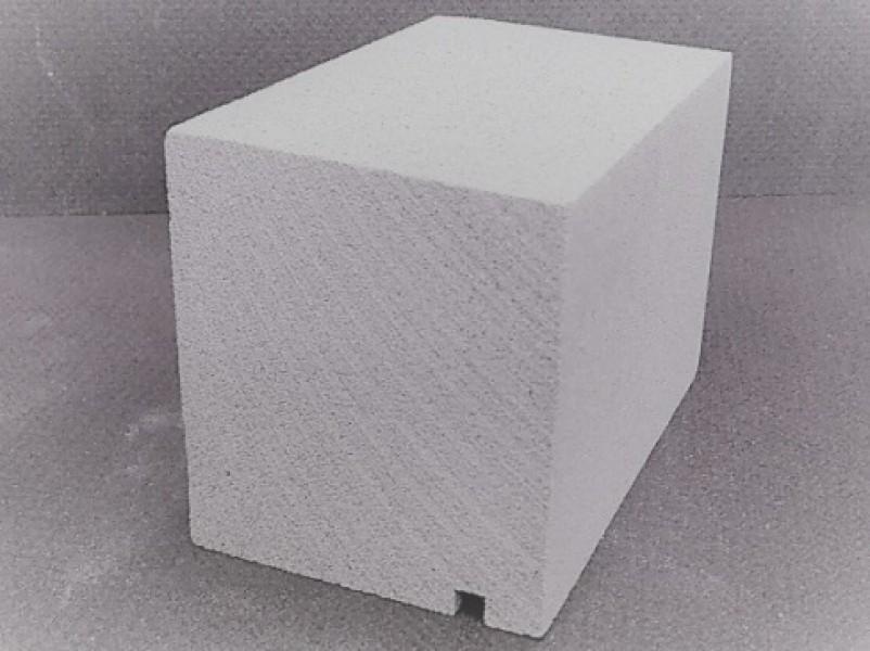 Photo 3 MODÉNATURES et APPUIS DE FENÊTRE.  Matériau de construction légers à base de minéraux, divers silicates, avec une faible teneur de résine synthétique. Massif. Classement au feu B1. - Baukom
