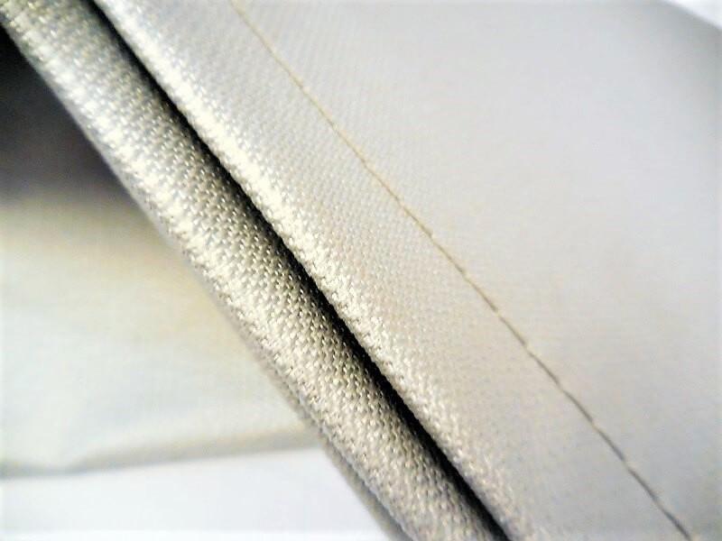 Photo 2 2 faces PU, protège contre les projections de soudure ou meulage, résiste en pointe à 600°C et en continu à 550°C - avec ourlet et oeillets tous les 50cm - KINGPRO
