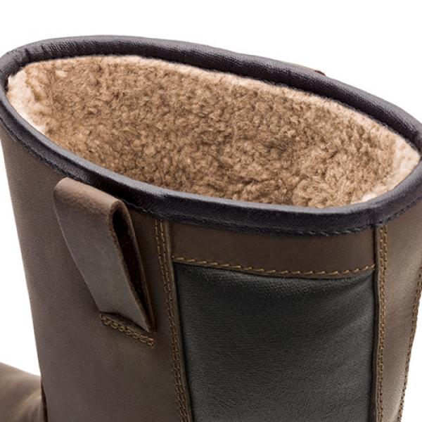 Photo 2 Les bottes de sécurité hiver SUXXEED OFFROAD SNOW sont parfaites pour l'hiver. La doublure molleton recouvre la totalité de la botte y compris la coque et garantit ainsi une excellente isolation thermique. Vous gardez les pieds parfaitement au sec grâce à la tige en cuir fleur huilé hydrofuge et au nombre réduit de coutures permettant de réduire le risque de pénétration d'eau. La semelle en PU2D est légère, offre un très bon amorti et est antidérapante même sur les sols difficiles ou verglacés. - Heckel