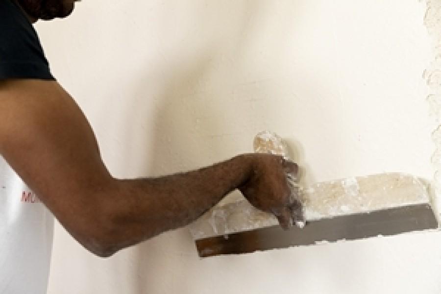 Photo 3 Avec la garantie d'une finition soignée, CACHET BLANC est un enduit 2 en 1 garnissant-lissant vous permettant de gagner du temps sur vos chantiers avec un redoublement rapide après 2h30 et un ponçage réduit. Cachet Blanc est un enduit facile à appliquer avec une excellente glisse. - Toupret