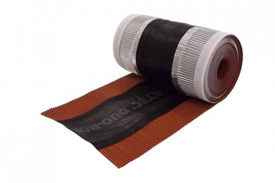 Photo 3 50 mètres de closoir de faîtage AIRTEC dans un carton dérouleur. Certifié QB35 Pas de perte. La longueur restante est indiquée sur le mètre ruban collé au dos du closoir. Simple à stocker. Surface de ventilation : 202 cm²/m.  Le closoir comporte deux bandes adhésives de type butyle. L'application sur tuile propre et sèche est impérative pour garantir son efficacité. Différentes largeurs (240, 310, 360, 400 mm) et coloris (anthracite, brun, ocre, rouge). Existe en version AIRTEC ALU ROLL. - UBBINK FRANCE