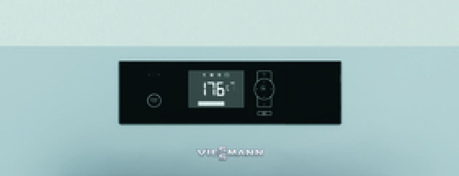 Photo 2 La Vitoligno 150-S est une chaudière compacte à gazéification pour bûches de bois, d'un prix particulièrement attrayant, adaptable à un fonctionnement monovalent ou à un fonctionnement bivalent (complément à une installation de chauffage au fioul ou au gaz).  La régulation Ecotronic 100 séduit par sa commande facile et intuitive. Sur son écran rétro-éclairé, toutes les informations sont représentées par symboles. L'écran affiche aussi l'état de chargement du réservoir tampon d'eau chaude. - Viessmann France