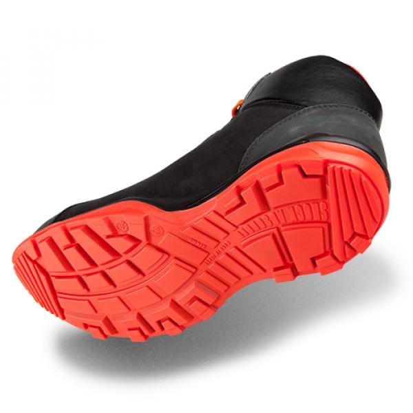 Photo 3 Largement inspirés du monde du running et du trail, on pourrait croire qu'il s'agit de baskets ! Pourtant, les chaussures de sécurité RUN-R 300 sont idéales pour les plaquistes et entreprises d'isolation, les transformateurs de bois, les charpentiers ou les menuisiers.  Éléments de protection 100% non métalliques, semelle PU2D légère et antidérapante, tige en cuir nubuck huilé et semelle de propreté premium, les chaussures de sécurité RUN-R offrent légèreté, respirabilité et confort. - Heckel