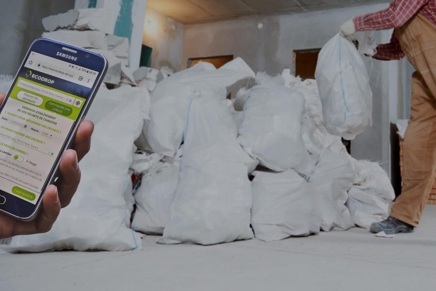 Photo 1 ECODROP collecte vos déchets directement sur votre chantier :  - Enlèvement dans les 2 heures (En sacs à gravats ou en Vrac) - Collecte déchets sur mesure adaptées à toutes les problématiques de chantiers (Poses et retraits de bennes, Big Bag, Camion grappin, déchets dangereux, terres) - Chargement / Transport / Traitement Déchets compris - Ecodrop