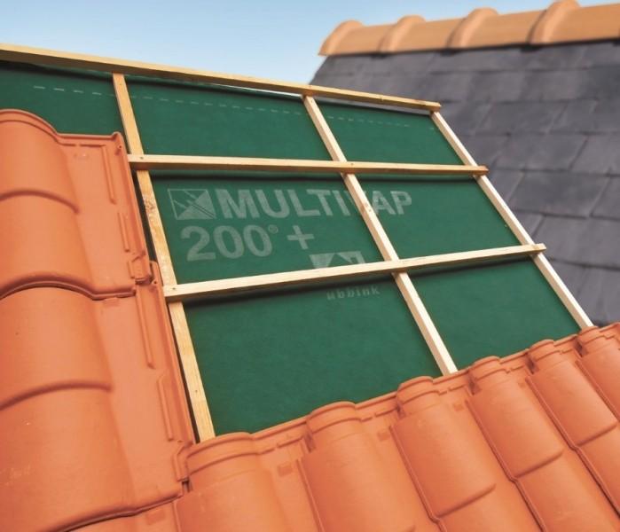 Photo 1 Le MULTIVAP® 200 sous certification QB du CSTB peut être mis au contact ou non de l'isolant, sur voliges, sur chevrons et sur les éléments de Sarking. Respirant, il se fixe sur des chevrons espacés de 60 cm. Se pose fermé au faîtage.  Grammage : 140 g/m² Résistance traction : 290/200 N Résistance clous : 150/180 N Valeur Sd : 0,02 m - UBBINK FRANCE