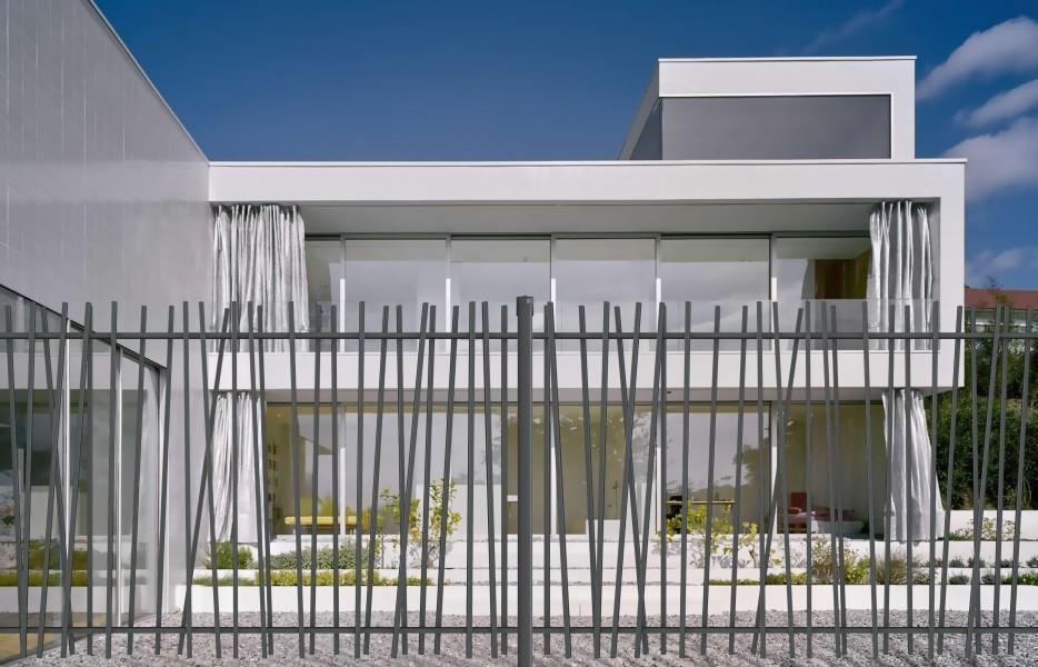 Photo 2 CreaZen® est un système de clôture barreaudée complet au design attractif, inspiré des éléments naturels. Atouts : - Élégant - Design épuré et moderne - Installation facile - BETAFENCE FRANCE