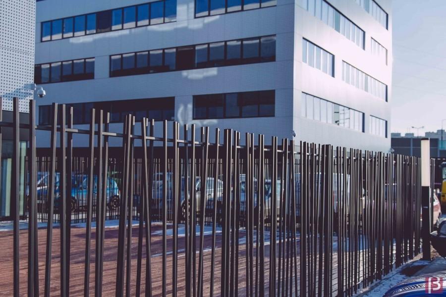 Photo 1 CreaZen® est un système de clôture barreaudée complet au design attractif, inspiré des éléments naturels. Atouts : - Élégant - Design épuré et moderne - Installation facile - BETAFENCE FRANCE