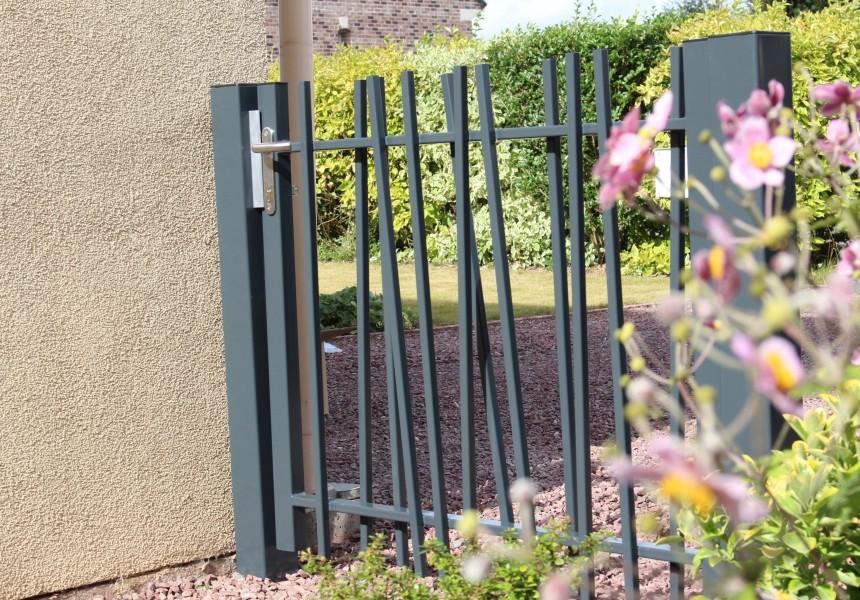 Photo 3 CreaZen® est un système de clôture barreaudée complet au design attractif, inspiré des éléments naturels. Atouts : - Élégant - Design épuré et moderne - Installation facile - BETAFENCE FRANCE