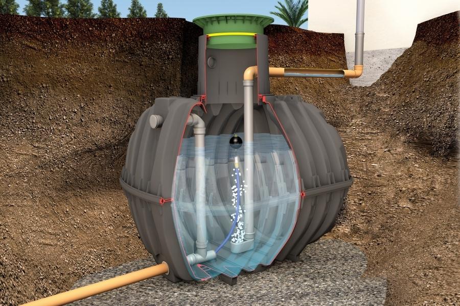 Photo 1 La cuve de rétention Carat permet de retenir l'eau de pluie et de la renvoyer dans les réseaux en maîtrisant son débit.  Le débit peut être régulé de 0,05 à 4,0 L/s, selon les besoins.   En version Rétention Plus, la cuve permet de conserver un volume d'eau pluviale pour une utilisation personnelle jardin et habitat.  Disponible de 2700 à 6500 L. Garantie 30 ans. - GRAF