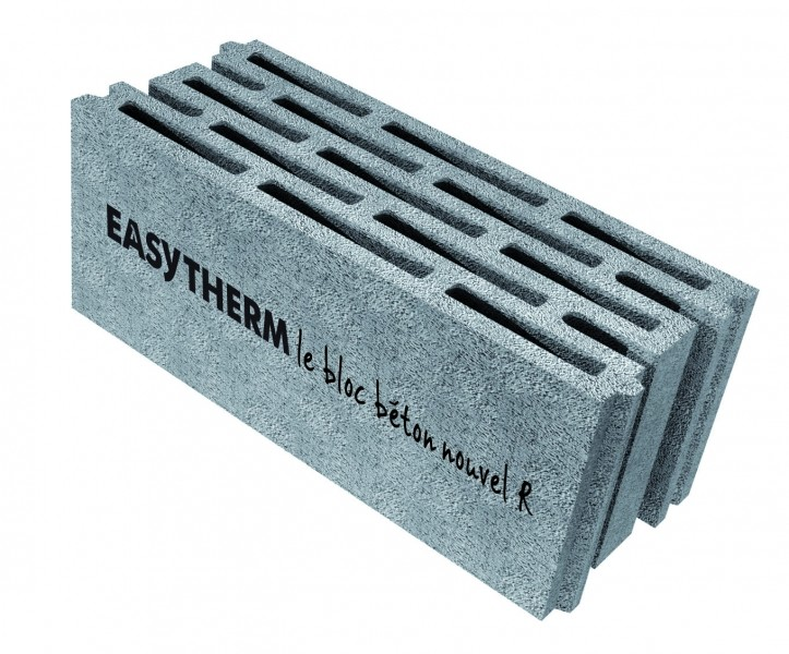 Photo 1 Easytherm® est un bloc béton nouvel R en Ardoise Expansée. Il améliore le rendement énergétique des constructions sans impacter la superficie habitable. Mariage du bloc béton et de l'ardoise expansée, il apporte à la construction une performance thermique optimale tout en conservant les performances et la fiabilité qui ont fait du bloc béton le leader des systèmes constructifs et le mur de référence. - PERIN & Cie