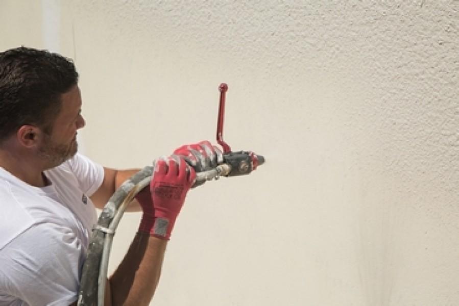 Photo 2 EGALISS® FACADE Poudre est un enduit garnissant, en poudre, destiné à la rénovation non structurale des façades en service. Il est spécialement conçu pour enduire de grandes surfaces, notamment grâce à son grand confort d'application - Toupret
