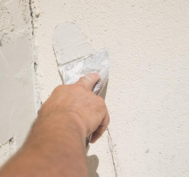 Photo 4 EGALISS® FACADE Poudre est un enduit garnissant, en poudre, destiné à la rénovation non structurale des façades en service. Il est spécialement conçu pour enduire de grandes surfaces, notamment grâce à son grand confort d'application - Toupret