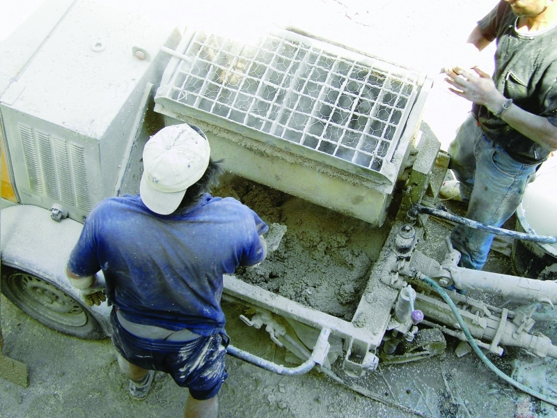 Photo 4 ENDUIT LÉGER ISOLANT 230 kg/m3 Prêt à l'emploi pour l'Isolation Thermique des bâtiments. ISOLTECO® est un enduit léger isolant en sac prêt à l'emploi, allégé par des billes de polystyrène vierge expansées à granulométrie contrôlée et enrobées de l'adjuvant E.I.A. (diamètre 2 mm). ISOLTECO® possède un rendement élevé qui assure, en une seule opération, l'isolation thermique et l'imperméabilisation de vos murs et contribue à la protection du bâti tout en réduisant la consommation d'énergie. - EDILTECO FRANCE