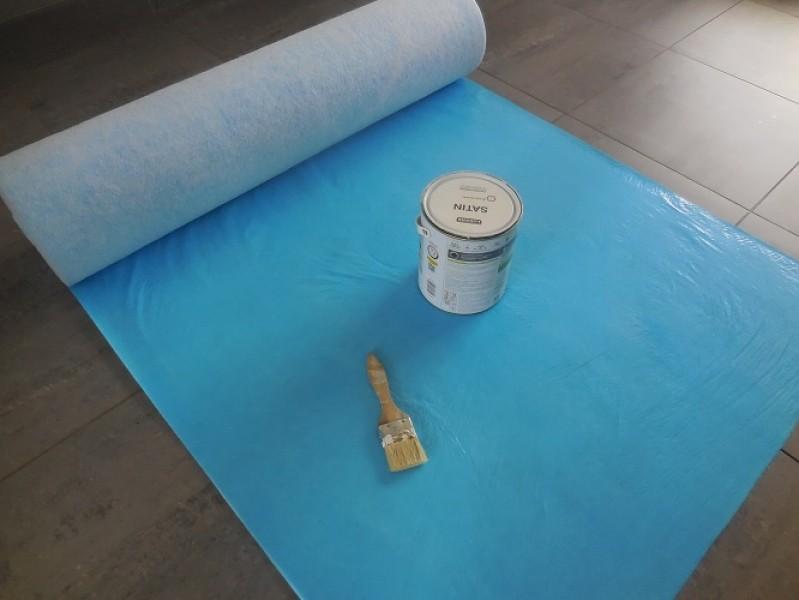 Photo 2 Protection respirante et auto-adhésive pour travaux de second oeuvre. Composé d'une fibre pour les chocs légers ainsi que d'un film PE respirant et imperméable.  Idéal pour la protection d'escaliers et autres surfaces à protéger rapidement. Rouleau de 1m x 50m - KINGPRO