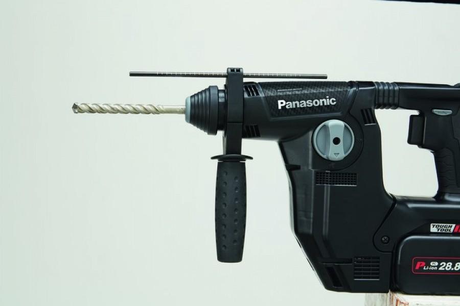 Photo 2 Marteau perforateur multi-fonctions avec aspirateur sans fil intégré ! Compact, léger et puissant, il laissera votre chantier propre derrière lui ! Puissance de 1,4 à 3,3 Joules pour 3.9 kg. Mandrin SDS+ Livré avec 2 batteries  de 28.8 V - 3.4 Ah Chargée à 80% en 60 minutes. Mode perforateur avec sans percussion / vissage Jusqu'à 120 trous 12.5 x 40mm avec une batterie chargée. Aspiration de 250 l/min - réservoir de 270 ml avec filtre longue durée. - ALSAFIX