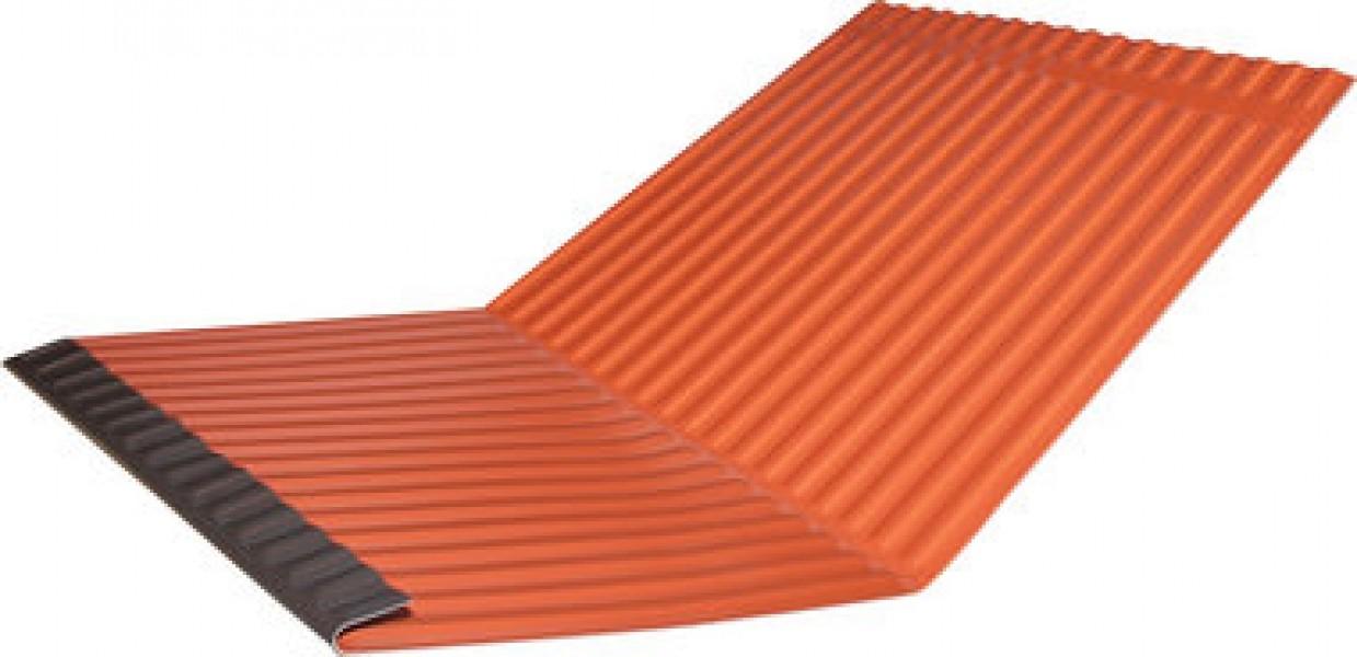 Photo 1 En aluminium ondulé, teinté Rouge/Noir, avec zones de flexion pré-définies. Réversible. Inclus 10 clips pour la fixation. Aide au guidage, vers la gouttière, de l'écoulement des eaux de pluie ou de fonte, de deux surfaces convergentes du toit. Largeur : 500 mm - Longueur : 2.000 m - MAGE FRANCE