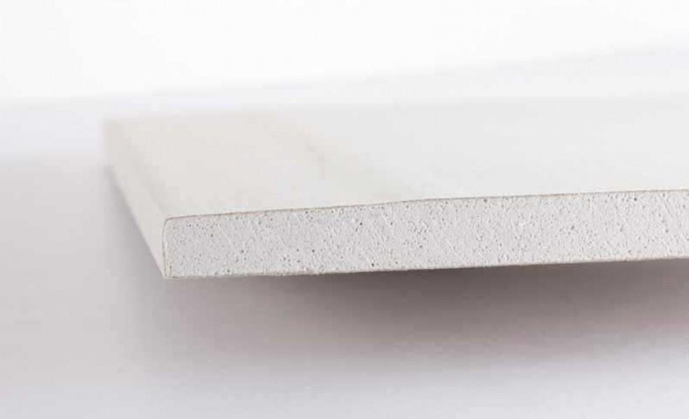Photo 1 Plaque de plâtre à bords amincis composée d'une âme en plâtre fibrée recouverte sur chaque face d'une feuille cartonnée. - ISOLAVA FRANCE