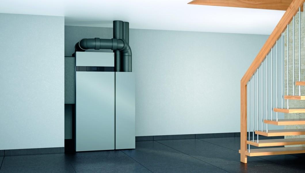 Photo 3 Performance, design et discrétion caractérisent parfaitement la nouvelle génération de Vitocal 200-A qui s'intègre parfaitement aux bâtiments résidentiels existants. Elle dispose d'une unité intérieure et d'une unité extérieure reliées entre elles par une conduite de raccordement en eau. Elle existe en version chauffage seul ou chauffage et rafraîchissement. Les unités extérieures sont 100 % conçus et fabriqués par Viessmann. Elle a un COP jusqu'à 5.0 à A7/W35 et un EtaS entre 126 et 134 à 55°C - Viessmann France