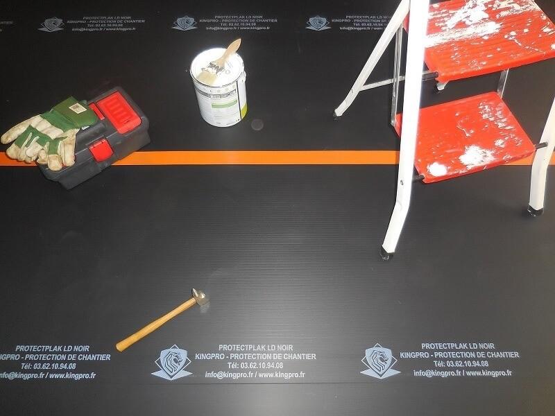 Photo 1 Plaque de protection pour tous vos travaux - prévention contre les chocs légers sur chantier Plaque de 2mm d'épaisseur par 1.20m de large et 2.40m de long Flexible, léger et rapide à mettre en oeuvre - KINGPRO