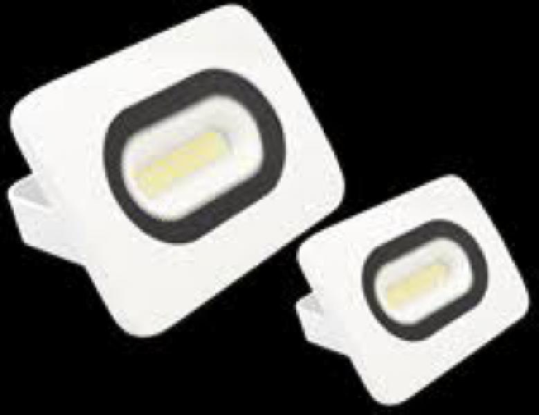 Photo 2 Spot led extérieur 20w (équivalent 150w halogène) IP65, 1500 lumens, 4000K. Technologie de led SMD. Durée de vie de 25000 heures. Existe en blanc et noir, existe aussi en 10W et 50W. - INOVPROJECT