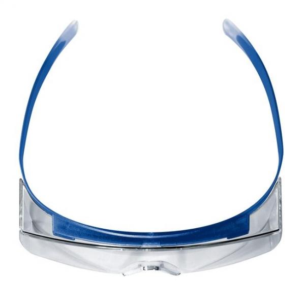 Photo 4 Les surlunettes uvex super OTG sont idéales pour les porteurs de lunettes de vue : les branches complétement flexibles peuvent se placer juste au-dessus des branches des lunettes et évitent tout inconfort. Les yeux sont parfaitement protégés grâce à l'oculaire panoramique et aux protections latérales intégrées. Conçues en polycarbonate avec technologie haute résolution, elles offrent une excellent qualité de vision minimisant les effets d'optique dus à la superposition des oculaires. - uvex