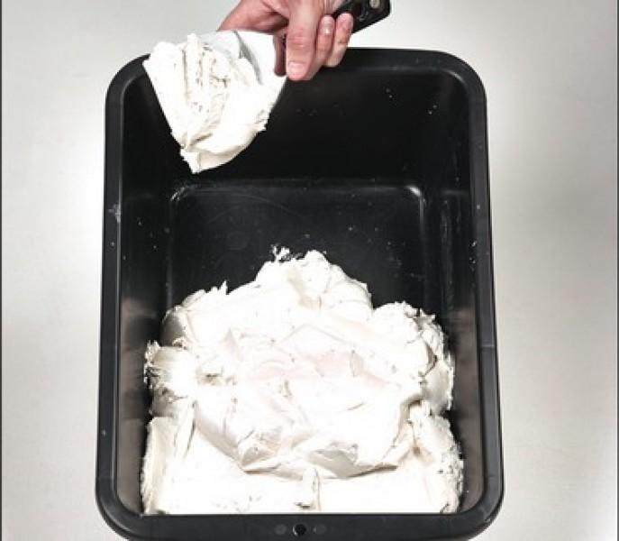 Photo 3 Toupret R est un enduit de rebouchage en poudre, intérieur, pour application manuelle. Toupret R s'applique sur supports neufs ou rénovés, bruts ou peints et est recouvrable par tous types d'enduits, peintures et revêtements muraux - Toupret
