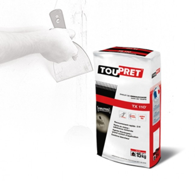 """Photo 1 """"TOUPRET TX 110 est un Enduit de rebouchage gain de temps en poudre, intérieur, pour application manuelle. TX®110 s'applique sur supports neufs ou rénovés, bruts ou peints et est recouvrable par tous types d'enduits, peintures et revêtements muraux. Ne pas recouvrir directement de peinture polyuréthane et époxy en phase solvant. """" - Toupret"""