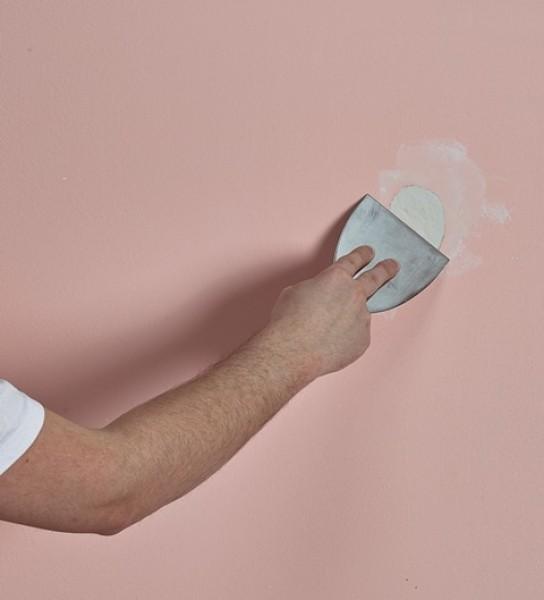 """Photo 3 """"TOUPRET TX 110 est un Enduit de rebouchage gain de temps en poudre, intérieur, pour application manuelle. TX®110 s'applique sur supports neufs ou rénovés, bruts ou peints et est recouvrable par tous types d'enduits, peintures et revêtements muraux. Ne pas recouvrir directement de peinture polyuréthane et époxy en phase solvant. """" - Toupret"""