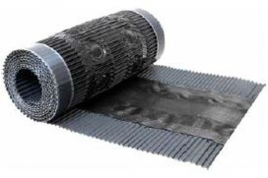 """Photo 1 """"CLOSOIR SOUPLE VENTILE TRÈS ROBUSTE"""" en aluminium, perforé au centre de 1 fois 2 rangées de trous & recouvert d'une trame en polypropylène noire, jupes latérales plissées avec cordon butyle en sous-face. Disponible en 2 largeurs : 280 mm & 400 mm Existe en 3 coloris : rouge brique, brun foncé & gris noir - MAGE FRANCE"""